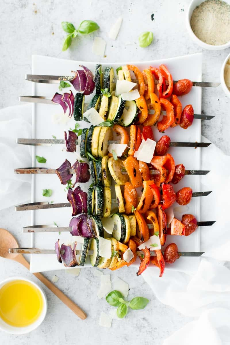 Parmesan Vegetable Skewers | vegetable recipe ideas | easy grilling recipes | healthy vegetable skewers | healthy vegetable recipes | easy vegetable recipes | healthy skewer recipes | how to make vegetable skewers | fresh vegetable recipes || Oh So Delicioso