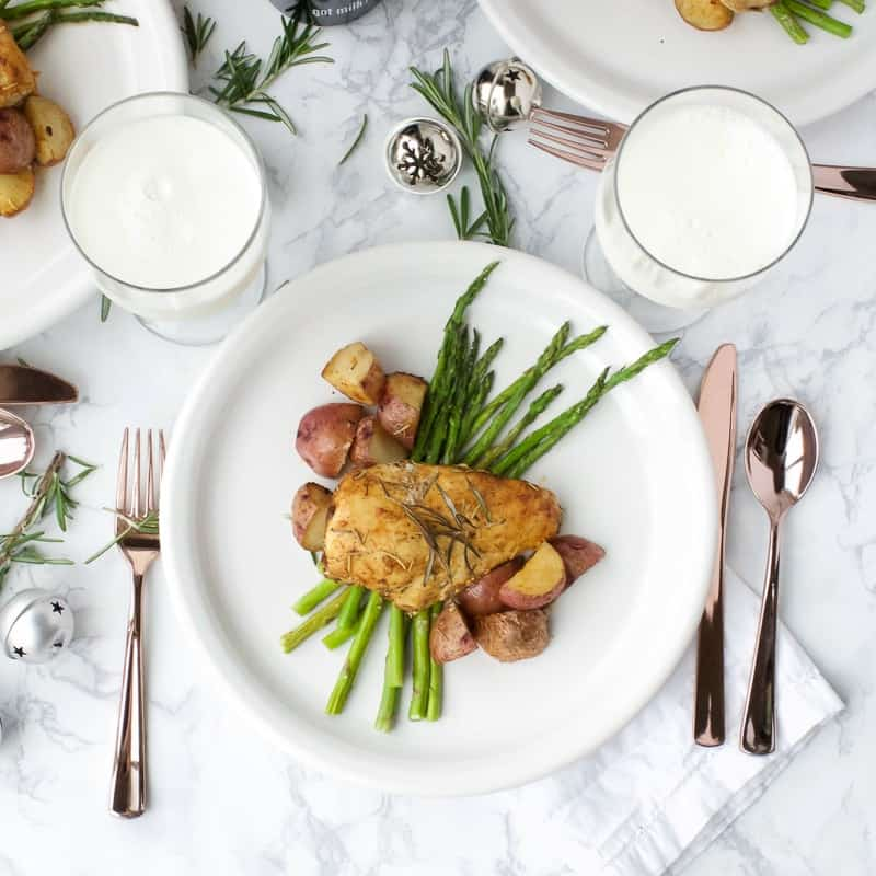 Rosemary Chicken and Potatoes with Dinner Milk | easy chicken recipes | rosemary chicken recipes | homemade chicken recipes | quick dinner recipes | family friendly dinner recipes || Oh So Delicioso #rosemarychicken #chickendinner #chickenandpotatoes #chickenrecipes