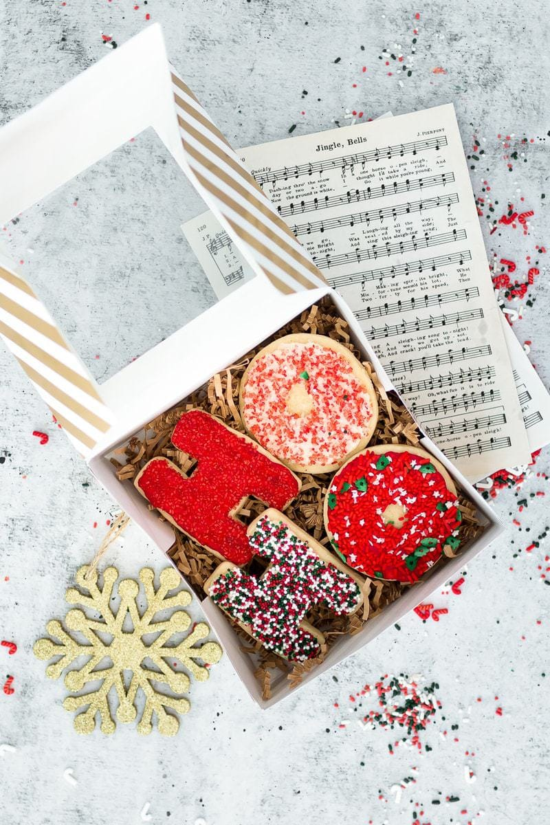 Holiday Cookie Packaging Ideas | cookie gift ideas | edible gift ideas | cookie packaging tips | diy cookie packaging | holiday cookie packaging || Oh So Delicioso #cookiepackaging #cookiegifts #ediblegifts