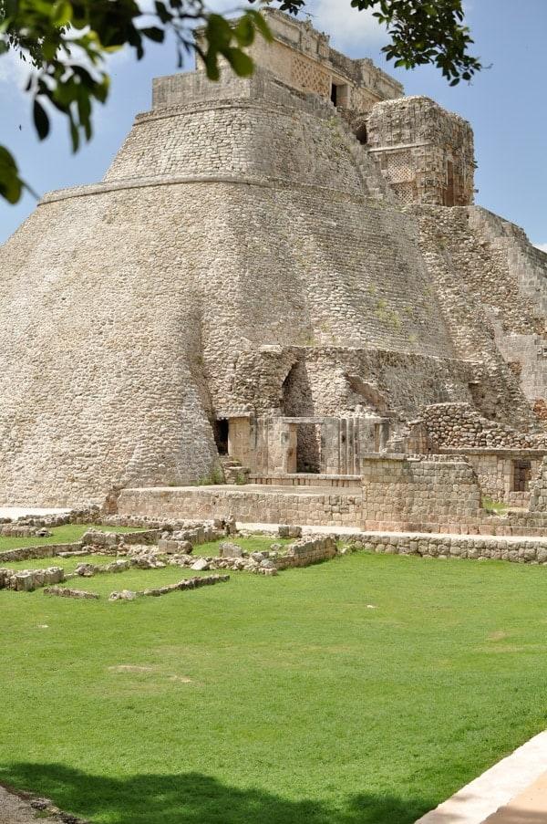 A photo of mayan ruins