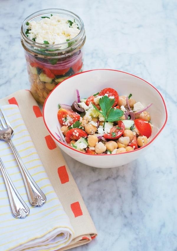 Mason Jar Greek  Salad with Chickpeas // Healthy Mama – Julia Mirabella