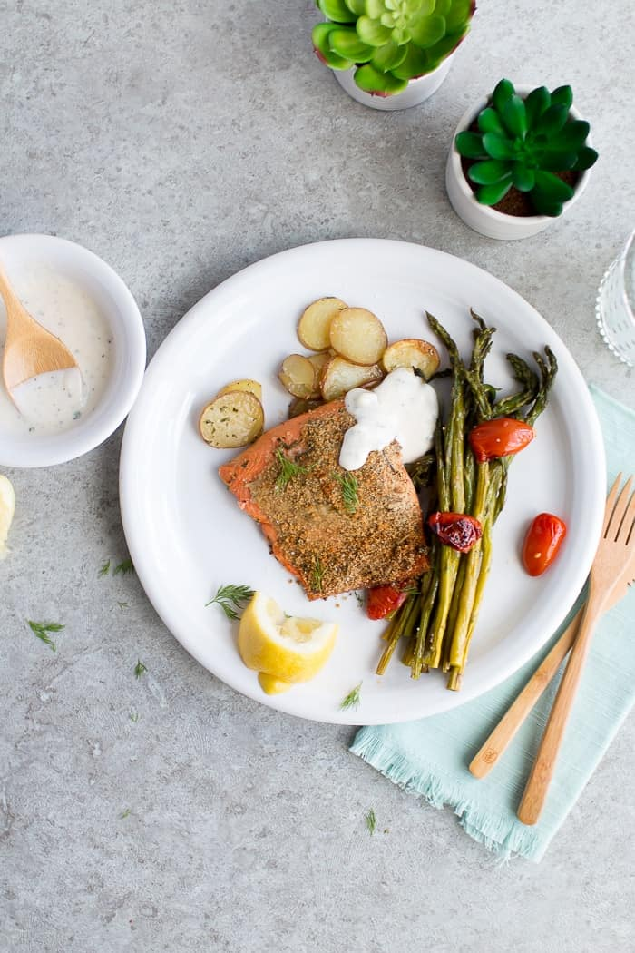 Herb Crusted Salmon Sheet Pan Meal | easy one pan meals | easy dinner recipes | easy meal prep meals | easy clean up meals | healthy dinner recipes | easy salmon recipes | homemade dinner recipes | how to cook salmon in the oven | easy summer recipes | salmon recipe ideas | summer recipe ideas || Oh So Delicioso