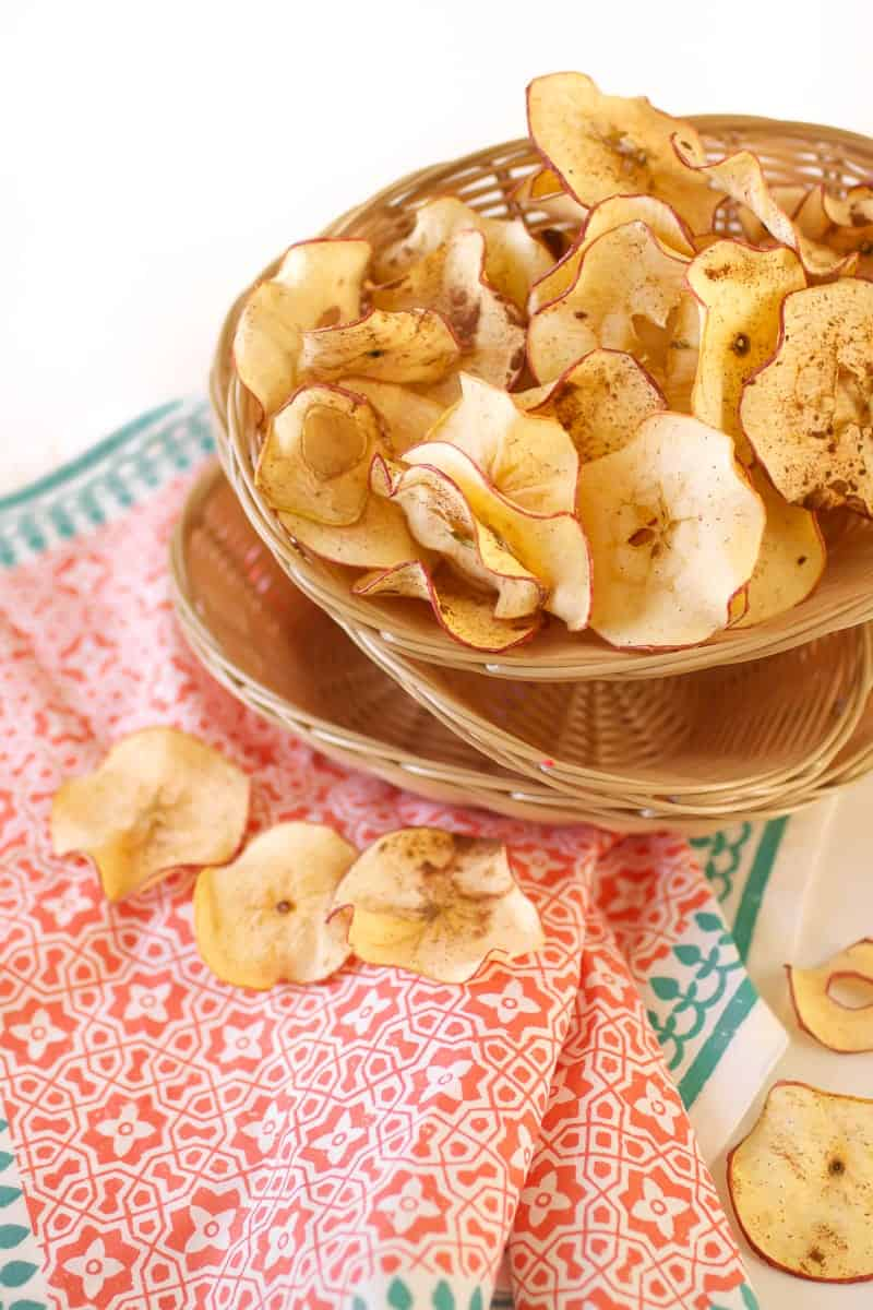 Cinnamon Apple Chips   healthy apple recipes   apple recipe ideas   homemade apple chips   how to make apple chips   fruit chip recipes   healthy snack recipes   healthy chip recipes   kid friendly snack ideas    Oh So Delicioso
