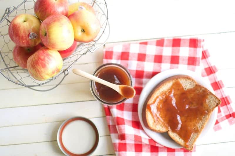 Overnight Crockpot Apple Pear Butter | crockpot apple butter recipes | crockpot jelly recipes | crockpot apple recipes | crockpot fall recipes | homemade apple butter recipes | easy apple butter recipes | slow cooker apple butter || Oh So Delicioso