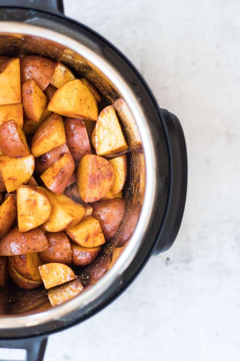 Pressure Cooker Seasoned Red Potatoes | pressure cooker potato recipes | easy potato recipes | quick potato recipes | instant pot potato recipes | instant pot side dish recipes | instant pot recipe ideas || Oh So Delicioso