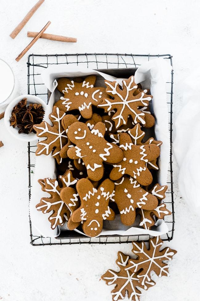 Gingerbread men in baking pan atop of cooling rack.