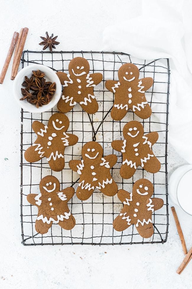 Easy gingerbread men on a cooling rack.